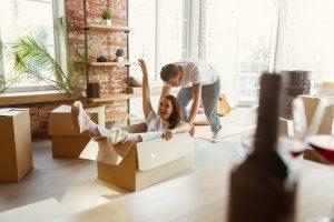 Vai mudar para outro imóvel? Então não passe dor de cabeça! Confira nossas dicas para economizar e acertar na escolha dos móveis e eletrodomésticos.