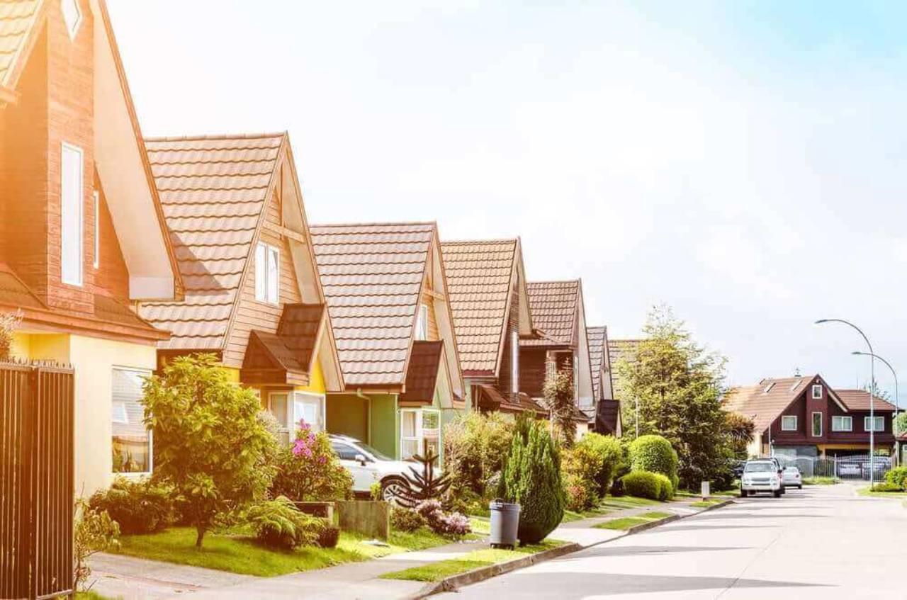 Como é definido o valor do condomínio?
